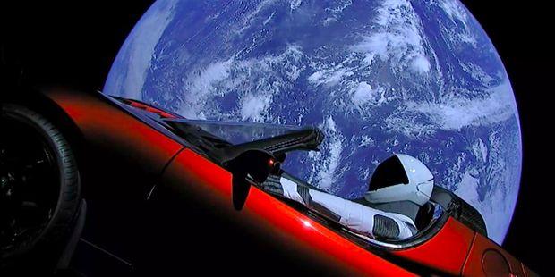 La razón de Musk de lanzar un auto al espacio y su inesperado final